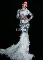 ingrosso vestito bianco da promenade del rhinestone della piuma-Strass bianco nero fiori lungo treno vestito piume abito glisten donne Prom compleanno celebrare abiti da sera sexy usura
