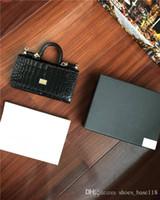 nouvelle ligne cosmétique achat en gros de-Le nouveau sac de transport à la mode pour dîner à la main, Grid lines princess bag with lady