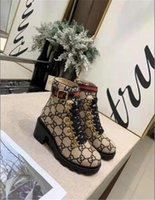 ultra high boots 도매-짧은 튜브 여성의 신발 버클 여성 블랙 마틴 부츠 가을 겨울 새로운 울트라 하이힐 부츠 라운드 발가락 땅딸막 한 발 뒤꿈치