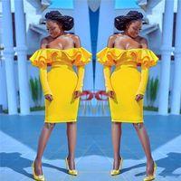 parlak sarı şort toptan satış-Parlak Sarı Kısa Gelinlik Modelleri Seksi Ruffles Kapalı Omuz Uzun Kollu Abiye giyim Kılıf Diz Boyu Kokteyl Parti Elbise Ucuz