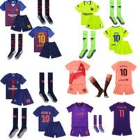 niños púrpura camisetas de fútbol al por mayor-2019 Purple Pink poco embroma los jerseys de manga corta camiseta pantalón con kit de la camisa calcetines de fútbol superior determinada del uniforme del jersey gratuito