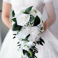 brautjungfer lila broschen großhandel-Rose Lila Weiß Braut Hochzeitsstrauß 2019 Hochzeit Zubehör Kristalle Künstliche Blume Brautjungfer Braut Hand Brosche Blumen