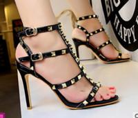 peindre les chaussures en cuir talons achat en gros de-Nouvelle marque Sexy Night Club chaussures à talons hauts, rivets en cuir peints en cuir peintes en cuir partie de mariage robe de danse sandales 4 couleur promotion