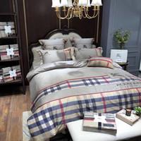 ingrosso trapunte per letti king size-Suit Quilt Cover Europa Uomo Design 4PCS Moda oro Lettera ricamo letto di king size queen size Supplies Biancheria da letto