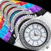relojes populares al por mayor-Ginebra Crystal Diamond Watch Candy Colors Girl cuarzo de las mujeres de moda popular silicona jalea reloj de pulsera SSA199