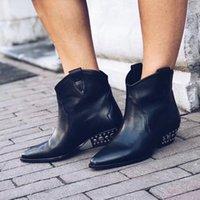 soft leather black pointed toe boot venda por atacado-2019 Novas Tendências de Couro Macio Preto Cravejado Gros Med Mulheres de Salto Alto Botas Dedo Apontado Dawyna Botas Tornozelo Mulher Soes