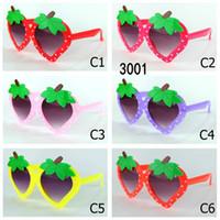 sevimli kız bebek gözlükleri toptan satış-Moda Çocuk Güneş Gözlüğü UV400 Çilek Şekilli Çocuk Güneş Gözlükleri Kız UV400 Bebek Güneş Gözlükleri Sevimli Gözlük Shades Gözlük