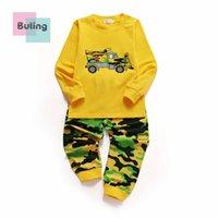 ingrosso vestiti gialli per bambini-Abbigliamento per bambini Ragazzi Pigiama completo Completo intimo manica lunga Girocollo giallo Catoon camouflage auto patton 3 pz / lotto.