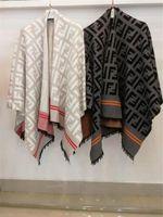 quastenkappen groihandel-FF Brief Marke wehrt Frauen Quasten Cape Luxuxweinlese-Kaschmir-Schal weibliche Lässige Kleidung Winter Outdoor Mäntel Mantel Warm Wraps C101606