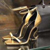 zapatos de la boda de la sandalia del oro al por mayor-2019 oro rojo, negro, charol, 10.5 cm, cartas, tacones, diseñador, mujeres, letras únicas, sandalias, zapatos de boda, sandalias atractivas, caja 35-41