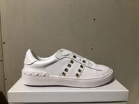 sapatas do vestido do prego venda por atacado-Atacado homens mulheres designer de sapatos com salgueiro de cor dourada unhas sapatos casuais para venda mulheres vestido sapatos