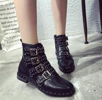 botas remache estilo punk al por mayor-Botines punk con tachuelas de cuero Mujer Botines con remaches negros Botines de mujer estilo punk Zapatos de calle de invierno Hebilla Botines de mujer