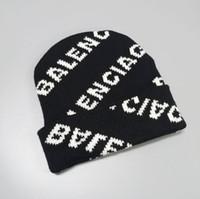 beanie kadınlar beyaz toptan satış-Erkek kadın kış bere erkekler şapka gündelik örme kapaklar şapkalar erkek spor kap siyah gri beyaz sarı yüksekliği kaliteli kafatası 0693 kapakları