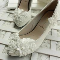 zapatos de tacón grueso de marfil al por mayor-Zapatos de boda de marfil de flores de encaje por mayor-para mujeres nupciales Zapatos de boda de tacones altos Zapatos de dama de dama de novia