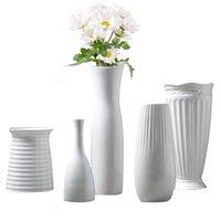 jarrón de porcelana de regalo al por mayor-Clásico jarrón de cerámica blanca artesanía china decoración y contratada florero de porcelana florero regalo creativo decoración del hogar