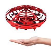 ufo motor toptan satış-Çocuklar 360 ° vurgulu UFO Topu 3 renk C6392 için Top Kızılötesi Sensör Interactive UFO Oyuncak İstihbarat Sensör Uçak Uçan Oyuncak Uçan