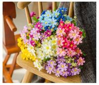ingrosso piccoli fiori decorativi-Artificial Little Daisy Chrysanthemum Flower 7 braches 28 teste per Room Hall Centrotavola Fiori decorativi per feste in casa