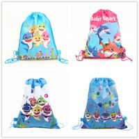 tejidos de compras al por mayor-Baby Shark Tela no tejida Bolsas de lazo Escuela de compras Mochilas de natación Baby Shark Cartoon Niños Fiesta de cumpleaños Regalos Bolsa 12 unids