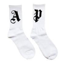 erkekler için beyaz çoraplar toptan satış-Palmiye Melekler ÇORAP High Street Moda Rahatlık Pamuk Erkekler Ve Kadınlar Çift Beyaz Tüp çorap Ücretsiz Boyut Çorap HFWPWZ013