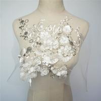 contas de lantejoulas flor venda por atacado-Tecido branco 3D Flores Contas Contas Lantejoulas Apliques Bordados Guarnições Do Laço de Malha Costurar Em Remendo Para O Vestido de Noite de Casamento Decoração DIY