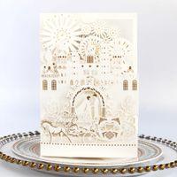 белый конверт приглашения на свадьбу оптовых-Роскошный дворцовый бант Белый Элегантный лазерный вырез свадебных пригласительных билетов полый персонализированный пригласительный пригласительный с конвертом