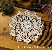 ingrosso decorazione fiore bianco-New Cotton Crochet Centrino fiori Tessuto decorativo Pad Centrini Tovaglietta rotonda tovagliette Tovaglietta Tovaglia Home Decor