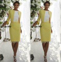 gelbe knielänge kleid mutter braut großhandel-2020 Gelb Mutter der Braut Kleider Mit Jacke Knielangen Spitze Applizierte Mutter Hochzeitsgast Kleid Jewel Neck Abendkleider