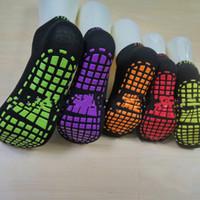 ingrosso calzini per bambini-Calde signore per calzini Trampolino silicone antiscivolo calzini calzini sportivi all'aperto comode calze yoga signore per bambini calzino T2B5005