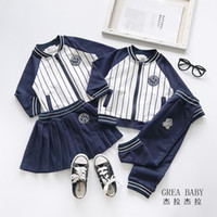 erkek çizgili ceketi toptan satış-Perakende çocuklar lüks tasarımcı erkek tiki çizgili beyzbol eşofman 2adet takım elbise set kız (ceket + etek pantolon) bebek eşofman kıyafetler giysi