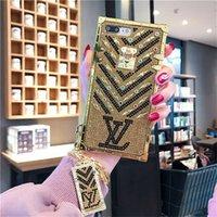 corrente do ouro do iphone venda por atacado-Luxo paris show de marcas designer de ouro flash de diamante phone case para iphone x xs max xr 6 6 s 7 8 plus moda corrente de metal capa protetora