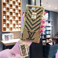 iphone más oro al por mayor-Paris Luxury Show Brands Designer Gold Flash Diamond Phone Case para iphone X Xs Max Xr 6 6S 7 8 Plus cadena de metal de moda cubierta protectora