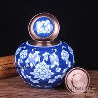 jingdezhen porcelana azul branco venda por atacado-Boutique pintados à mão China Jingdezhen porcelana azul e branca selada com tampa Solene Pet cinzas para comemorar latas