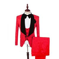 chaqueta roja para hombre solapa negra al por mayor-Jacquard Groom Tuxedos Red Mens Tuxedos Black Velvet Lapel Side Vent Man Jacket Blazer Excelente traje de 3 piezas (chaqueta + pantalones + chaleco + corbata)