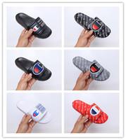 chanclas negras mujeres al por mayor-2019 Nueva llegada Champ Flip-flop para la buena calidad Zapatillas de moda Hombres Mujeres Verano Zapatillas de playa Negro Sandalias ocasionales zapatos de diseñador 36-45