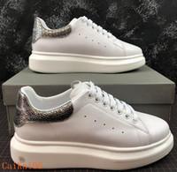 kadınlar için en iyi parti ayakkabıları toptan satış-2019 Lüks Tasarımcı Erkek Kadın Sneakers Ucuz En İyi Kalite Moda Beyaz Deri Platformu Ayakkabı Düz Rahat Parti Düğün Ayakkabı m01