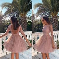 ingrosso vestito di lunghezza del ginocchio del neckback del collo v-Bella Blush Pink Homecoming Prom Dresses 2020 Sexy Backless Una linea di lunghezza del ginocchio Abiti da cerimonia Mini Cocktail Party Dresses 2533