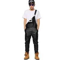 искусственный кожаный комбинезон оптовых-Оптово-брюки мужские унисекс кожаные комбинезоны PU черный хип-хоп уличная одежда из искусственной кожи комбинезон комбинезон для мужчин брюки VC2776