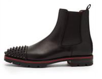 zapatos de moda masculina al por mayor-2019 hombres de moda botas botines inferiores rojos spike stud botines zapatos de fiesta masculinos remaches stud martin botas suela roja