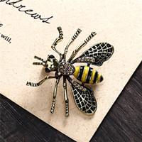 vestidos de compromiso amarillos al por mayor-Moda europea Broche Animal Unisex Antiguo Joyas de Aleación de Esmalte Lindo Amarillo Abeja pecho pin broches Partido Traje Camisa Vestido