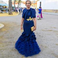 фотографии оптовых-Темно-синий мать невесты платье Jewel Лук Sash Золото аппликациями Короткие рукава платье Многоуровневое Юбки Русалка Вечерние платья Vestidos