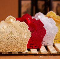 çiçek şeker lüks hediye kutusu toptan satış-Lazer Kesim Hollow Dantel Çiçek Beyaz / Altın / Kırmızı Şeker Kutusu Lüks Düğün Parti Tatlılar Şeker Hediye Favor Kutuları Şekeri