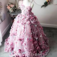 vestidos de niña de plumas al por mayor-Encaje de plumas de lujo 2019 Vestidos de Gilr de flores Flores hechas a mano Vestidos de novia de niña con cuentas Vestidos de desfile de niños hermosos Vestidos