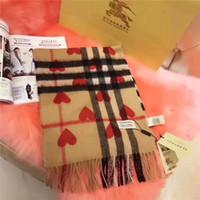 tasarımcı tespih şal toptan satış-Kış moda Kadınlar Için Eşarp Marka Tasarımcısı Kırmızı kalp Ekose Şal Kaşmir Ekose Atkılar Battaniye kutusu olmadan Hızlı