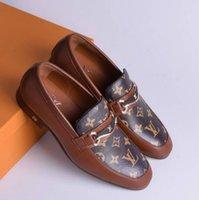 мужская обувь оптовых-Модная обувь Europe Station 2019 осенне-зимняя мужская обувь с высоким состоянием персонализированная металлическая Willow England white take casual из кожи