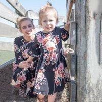 мама дочка соответствия весеннее платье оптовых-2019 Весеннее новое платье для матери и дочери с рукавами три четверти с оборками Мама и я с дочкой одеваем семейные наряды