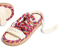 sangle de crochet achat en gros de-Été Marque Femmes Lettrage Coloré Paille Sandale Élégante Fille Crochet Boucle Sangle Caoutchouc Semelle Occasionnelle Sandale Plat