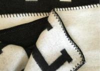 h шерсть оптовых-Letter H Кашемировое одеяло Вязание крючком Мягкий шерстяной шарф Шаль Портативный теплый диван-кровать в клетку Флис Трикотажная накидка Towell Cape Розовое одеяло