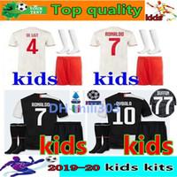 uniformes de futebol personalizados venda por atacado-2019 2020 Juventus camisa de futebol crianças kit 19 20 Personalizado Ronaldo DE LIGT DYBALA MARCHISIO MANDZUKIC juventus camisas de futebol crianças kits de futebol