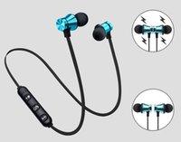 auriculares construidos al por mayor-Atracción magnética Auricular Bluetooth A prueba de agua Auricular deportivo 4.2 con cable de carga Auriculares jóvenes Micrófono para micrófono incorporado