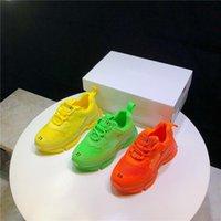 a laranja caçoa sapatas de lona venda por atacado-Designer Kids Shoes Meninos Meninas malha Sneakers Fluorescência Sports Sneakers na moda Miúdos da escola Calçado Amarelo Verde Laranja Shoes SE05